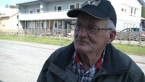 Stig Haraldsson, Edsåsen:   – Kan du lova att vi får bättre vägar här i kommunen? Är så innerligt trött på alla potthålen här.