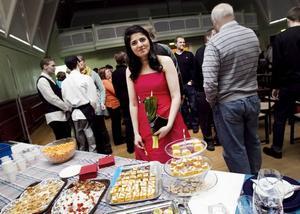 En av initiativtagarna till gymnasiesärskolans party på Valhalla i går var tredjeårseleven Gohar Alijan, som deltog i modevisningen i en vacker röd klänning.