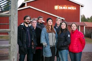 Föräldrar i Djura är oroliga för att konsulternas förslag blir verklighet. Fredrik Svensson, Helena Annegård, Johan Annegård, Linda Gimle, Emma Gärdsback, Marie Johansen och Ewa Dregholt.