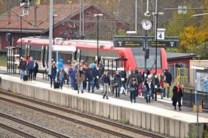 Arkivbild. Tågen blev stående efter något som polisen misstänker var ett falskt larm.