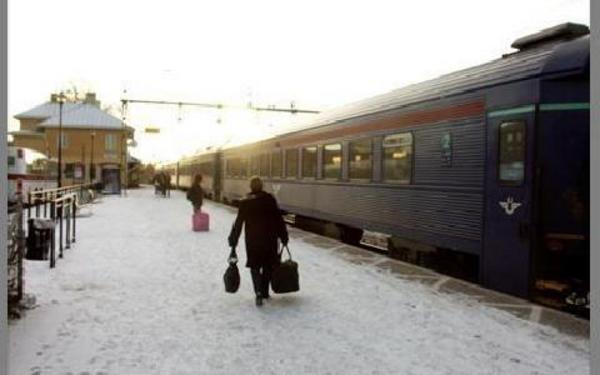 Ett tåg som stannar vid stationen i Hedemora. Detta kan komma att bli en allt vanligare syn framöver. Det finns nämligen planer på att bygga om stationsområdet, vilket bland annat innebär att det blir ett tredje järnvägsspår i Hedemora.FOTO: PÄR SÖNNERT