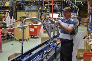 I dag jobbar det 44 personer på Monark Exercise och fler lär det bli om de ska tillverka fler cyklar.