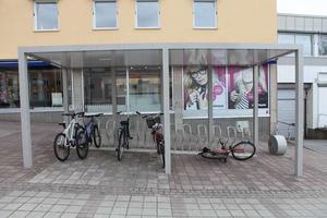 Cykelparkeringen på torget i Härnösand.