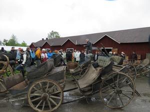 Anders-Olof Nilsson hade samlat på sig massvis med fordon, alltifrån kärror och slädar till en likvagn.