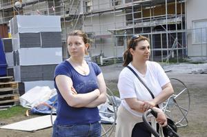 Daniela Jankovska och Heba Faraj tycker att byggfirman borde stängsla in allt som kan vara farligt.