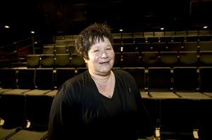 Stolt och glad. Lena Larsson, Sandvikens teaterförening, gillar särskilt att Folkteatern också kommer ut till de mindre samhällena.