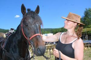 Ingela Eriksson, Njurunda, mammaledig hovslagare, tog semester i två dagar för att avverka rallyt tillsammans med varmblodet Zorro Tuna.
