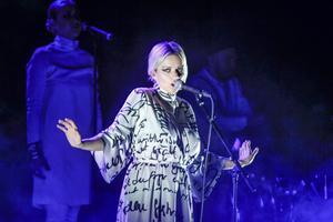 Petra Marklund imponerar på publiken i konserthuset.
