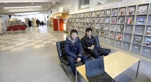 Hoang Tran märker inte av ombyggnationen så mycket. Han går till biblioteket för att spela datorspel med kompisen Quan Nguyen.