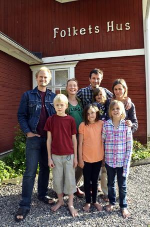 Stora drömmar. Joacim Nilsson och Åsa Gustafsson har köpt Stribergs Folkets hus tillsammans med Johannes och Petra Weckström. Tillsammans drömmer de om ett kulturhus fullt av aktiviteter.Bild: Malin Eriksson
