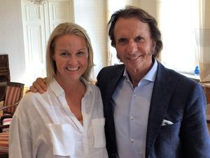 Ronnies dotter Nina Kennedy och Emerson Fittipaldi på rådhuset före Örebropremiären av filmen.