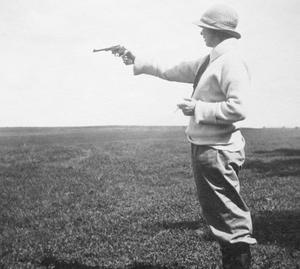 Ester Blenda Nordström introducerade det undersökande reportaget i Sverige, hon reste jorden runt med en pistol i handväskan.