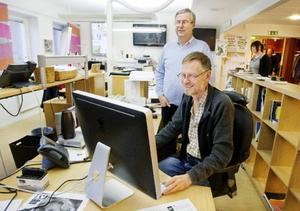 En av Länstidningens belönade förstsidor gjordes av PO Grönberg, vid skärmen, och Jan Andersson bidrog med unika bilder.