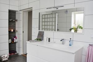 Badrummet är ett av två utrymmen som familjen Jakobsson Abdulahi har låtit göra i ordning.