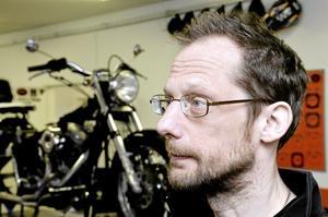 examen 2008. Jesper Johansson tog examen som mc-tekniker 2008.