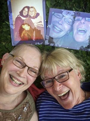 Tre foton, samma systrar. Moster Riitta och mamma Anneli. Första bilden, uppe till vänster är tagen 1972. Andra bildentogs 2007 och så kärt återseende 2014.