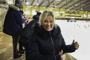 Det är Annett Olofssons första bandymatch någonsin, men det ser ut att kunna bli fler gånger.