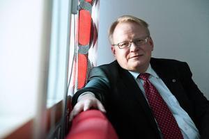 Peter Hultqvist ser den nya flyktingpolitiken som oundviklig.