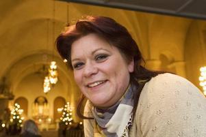 Pia Edström, själv aktiv i tolv-stegsprogrammet, har i tio år sjungit solo vid sinnesrogudstjänsterna.