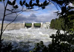En statlig utredning vill slopa bygdeavgiftsmedlen. Kattstrupeforsen i Krokoms kommun genererar varje år pengar till bygden och sammanlagt fördelas 29 miljoner kronor i länets sju vattenkraftskommuner.