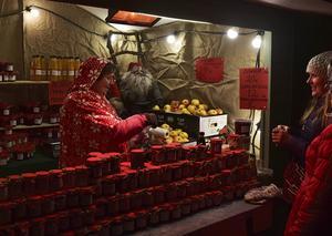 Det finns mycket av de gamla traditionerna kvar på de finländska julmarknaderna.   Foto: Anders Pihl