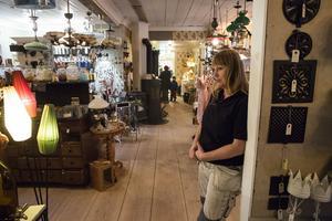 I Gamla apotekshuset finns butik med fokus på byggnadsvård och inredning, en verkstad och ett kafé.