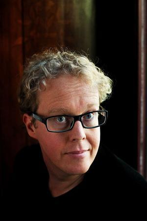 Jonas Moström, 37, kom nyligen ut med sin femte kriminalroman om kriminalkommissarien Johan Axberg.