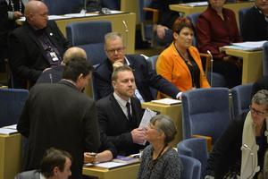I fokus. Sverigedemokraternas vikarierande partiledare Mattias Karlsson under budgetdebatten i riksdagen. Foto: Henrik Montgomery/TT
