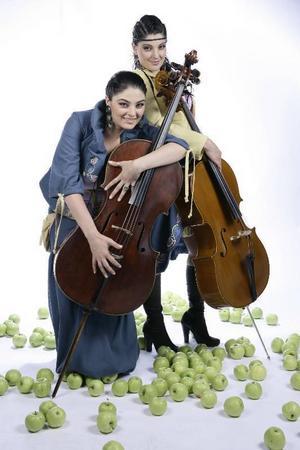 """6. ArmenienArtist: Inga & AnusjBidrag: """"Jan Jan""""Röstningsnummer: Tel 099-430 06, sms:a 06 till 72211Kommentar: Orientaliska och indiska rytmer blandas i den här rätt trivsamma stompdiskoduetten."""