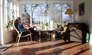 Det inglasade uterummet har blivit något av ett favoritrum för familjen. Ljusaoch öppna ytor var en utgångspunkt när huset byggdes om.