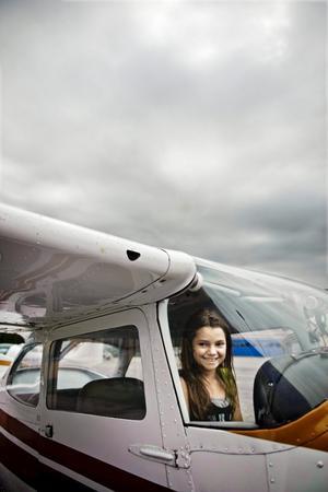 För första gången. Nikita Lundvall från Örebro flög för första gången i ett litet fyrsitsigt plan. Det var lite pirrigt när vi landade, säger hon och tänker på sidvinden och det lätta planet.