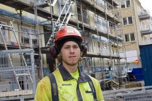 Markus Roos är en av 20-talet byggnadsarbetare på Skanskas bygge vid CH i Gävle.