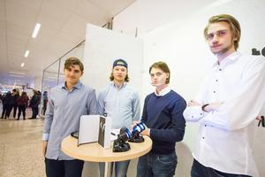 Adam Avelin-Belin, Jesper Gustavsson, Filip Fält och Osvaldas Vilkas från Mobilkit UF säljer mobiltillbehör.