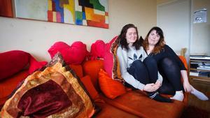Cecilia Adolfsson är projektledare för systerskapet och Jonna Nilsson är tf verksamhetschef på tjejjouren Juventas Systrar.