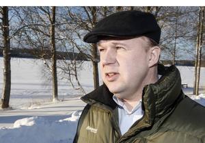 – Det finns en förvaltningslag som säger att handläggningen ska ske skyndsamt men det finns ingen tidsfrist. Så det är svårt att säga att de i praktiken bryter direkt mot lagen. Men det går ändå att säga att det sköts på ett direkt olämpligt sätt, säger Jussi Kähäri, vd på Bright water fish Sweden AB.