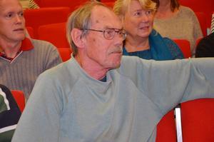 Ulf Gudmundsson från Norrsundet hade målat en tavla som han skänkte till föreläsaren Rita Ehrenfors.