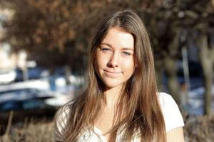 Lina Rask, 18, släpper nu sin debutbok