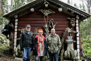 Christer Holm, Anita Eriksson och Bengt Sundström. Tillsammans vill de rädda minnet av Lennart Plahn och hans konst.