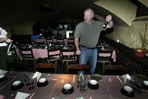Det var en dröm som gick i uppfyllelse när Peter och Karin Henriksson kunde ta över den klassiska restaurangen Skeppet för fem år sedan, men den förödande branden 2005 har satt stopp för deras planer att öppna igen.
