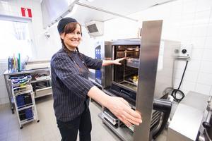 Mycket av kosten som lagas i Avesta kommuns regi görs från grunden för att kockarna ska veta vad maten innehåller.