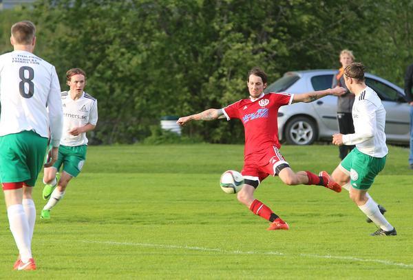 Arkivbild. Niklas Persson och hans Hede kämpade tappert men fick ge sig mot ett starkt IFK i helgens match.