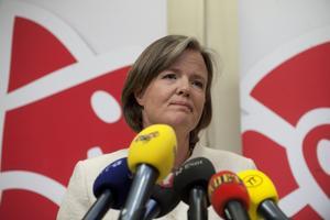 Hårt ansatt. Socialdemokraternas partisekreterare Carin Jämtin hade inte många svar att ge efter verkställande utskottet ajournerade sitt sammanträde igår eftermiddag.foto: scanpix