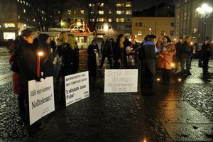 Säkrar stöd.  Vänsterpartiet vill ge kvinnojourer statligt grundstöd. Bilden: en manifestation mot våld mot kvinnor.