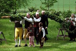 Viby, midsommarstång, Norrbyringens folkdanslag