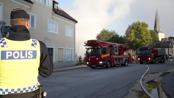 Polisens tekniska undersökning fortsätter efter branden på Elsa Andersons konditori.