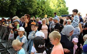 Sean Banan var ett av sommarfestens dragplåster. Många barn samlades för att se hans konsert på fredagskvällen.