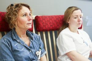 Carina Bodén och Vildana Hadziresic är barnsjuksköterskor. De anser att högre lön och bättre arbetstider är två viktiga komponenter för att komma till rätta med personalbristen på barnkliniken på Östersunds sjukhus.