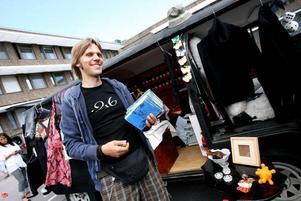 – Böcker säljer alltid bra, säger Joakim Bergström som fick reda på den här tillställningen när han läste en annons GD.