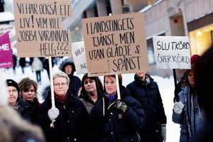 Senast i förra veckan demonstrerade vårdpersonal mot de stora nedskärningar som ska genomföras inom landstinget.Foto: Henrik Flygare