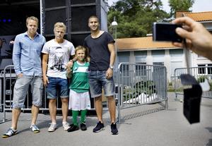 Filip Falk från Lillåns IF fick träffa fotbollsidoler i ÖSK: Patrik Haginge, Emil Berger och William Atashkadeh.